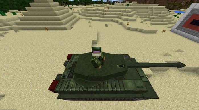 Танк в зеленом камуфляже
