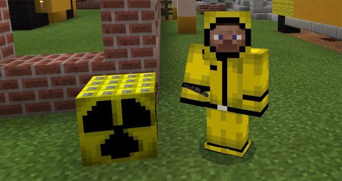 Ядерная бомба и костюм химической защиты