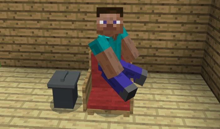 Стив сидит в красном кресле