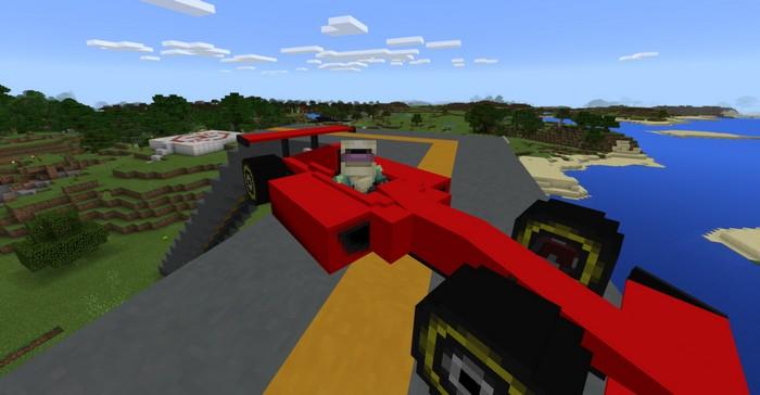 Болид Формулы 1 на дороге